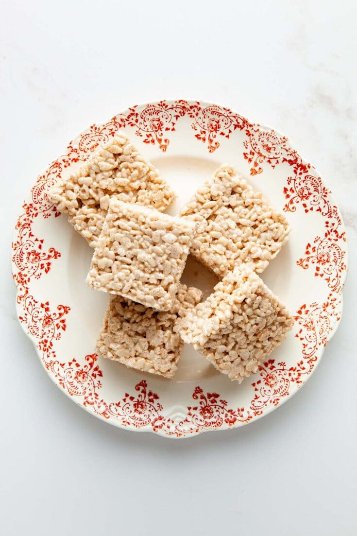 Chai-spiced Rice Krispie treats on a vintage red and white plate.
